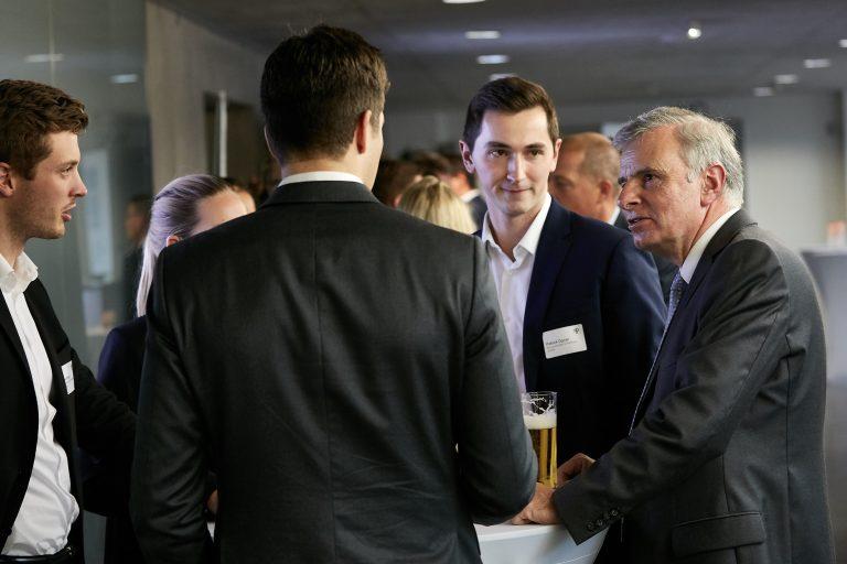 Georg Tacke mit anderen Simon-Kucher Mitarbeitern